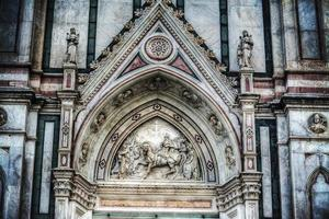 dettaglio della facciata della cattedrale di santa croce foto