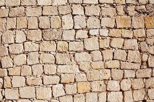 muro di pietra sullo sfondo della costruzione foto