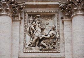dettaglio della fontana di trevi di roma italia foto