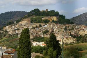 calatafimi vista della città, sicilia, italia