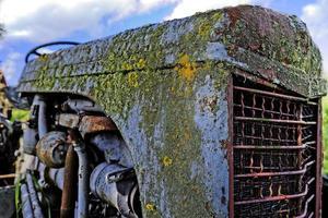vecchio trattore antico foto