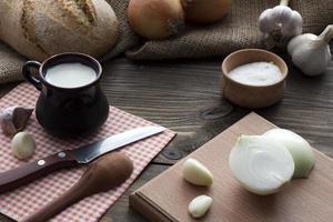 colazione nel villaggio - latte hdeb sale, cipolla foto