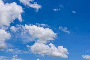 cielo blu con nuvole foto