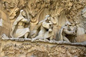 facciata della Natività del tempio della sagrada familia, barcellona, catalogna, spagna foto