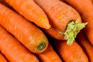sfondo di carote Close up dei giovani freschi foto