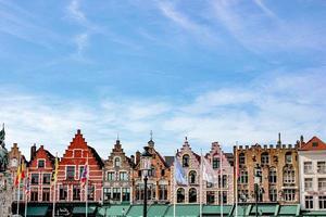 edifici dipinti di marrone foto