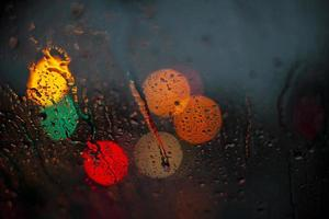 gocce d'acqua sul vetro foto