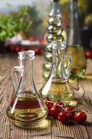 caraffa con olio d'oliva foto