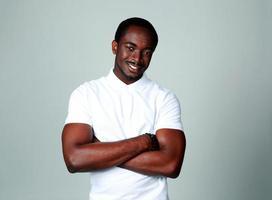 ritratto di un allegro uomo africano foto