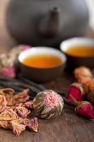 tè floreale alle erbe in stile cinese foto