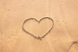 cuore nella sabbia foto