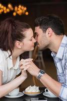 coppia carina in un appuntamento foto