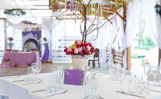 elegante decorazione della tavola festiva di nozze foto