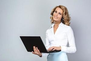 concetto di affari per giovane donna emotiva foto