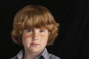 giovane ragazzo fiducioso foto