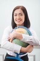 donna d'affari con il globo foto