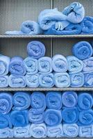 rotolo di asciugamani sullo scaffale