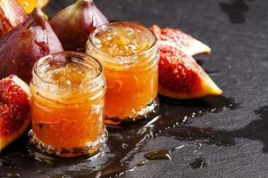 deliziosa marmellata di fichi dolci con miele