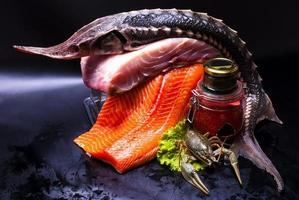 natura morta - caviale e pesce foto
