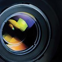 lente e paraluce grande zoom macro dettagliato closeup girato in studio foto