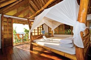 casetta in legno con perfetta vista mare foto