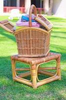 cestino con attrezzature per massaggi sul resort esotico