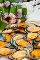 installazione di frutti di mare per la cerimonia di matrimonio in thailandia foto