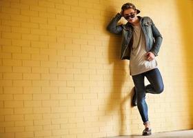 ragazzo in stile hipster. foto