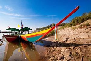 barche turistiche sul fiume Mekong foto