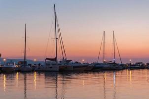 tramonto su un molo a Baska Voda