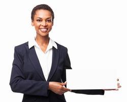 imprenditrice in possesso di un cartello bianco - isolato foto