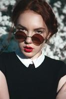bella ragazza con ricci redhair foto