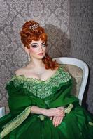 principessa in un magnifico abito verde