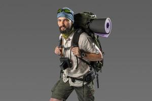ritratto di un turista maschio completamente attrezzato foto