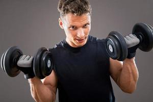 uomo muscoloso in forma foto