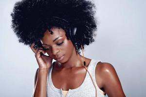 ascoltando i suoi brani preferiti foto