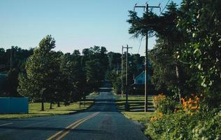 strada in cemento grigio