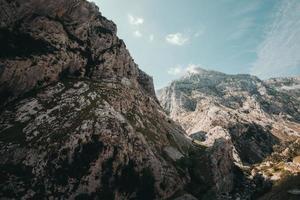 collina di montagna rocciosa foto