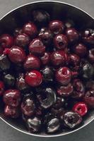 ciotola di ciliegie rosse