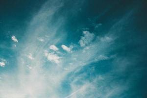 nuvole bianche sceniche foto