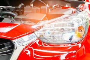 motore di un nuovo modello di auto