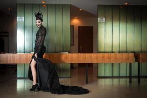donna con abito di moda
