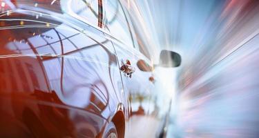 vista posteriore di un'auto di lusso foto