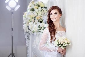 la sposa in studio fotografico, fotografia di matrimonio foto