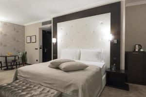 interno elegante camera da letto foto