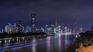 skyline di brisbane di notte foto