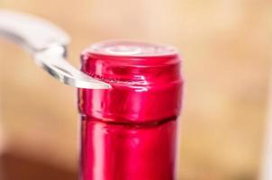 tappo in alluminio da vino coltello da taglio foto