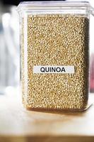 quinoa in contenitore foto