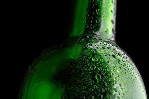 primo piano della bottiglia di vetro