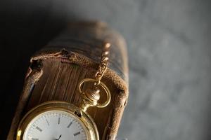 orologio da tasca vintage vecchio libro foto